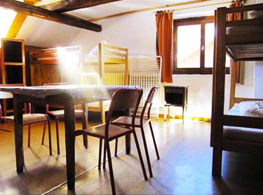 chambre-grande-chalet-alpazur-centre-vacance-activites-jeunes