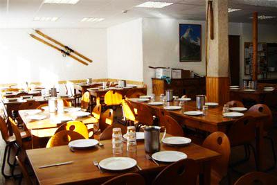 salle-a-manger-chalet-alpazur-centre-vacance-activites-jeunes